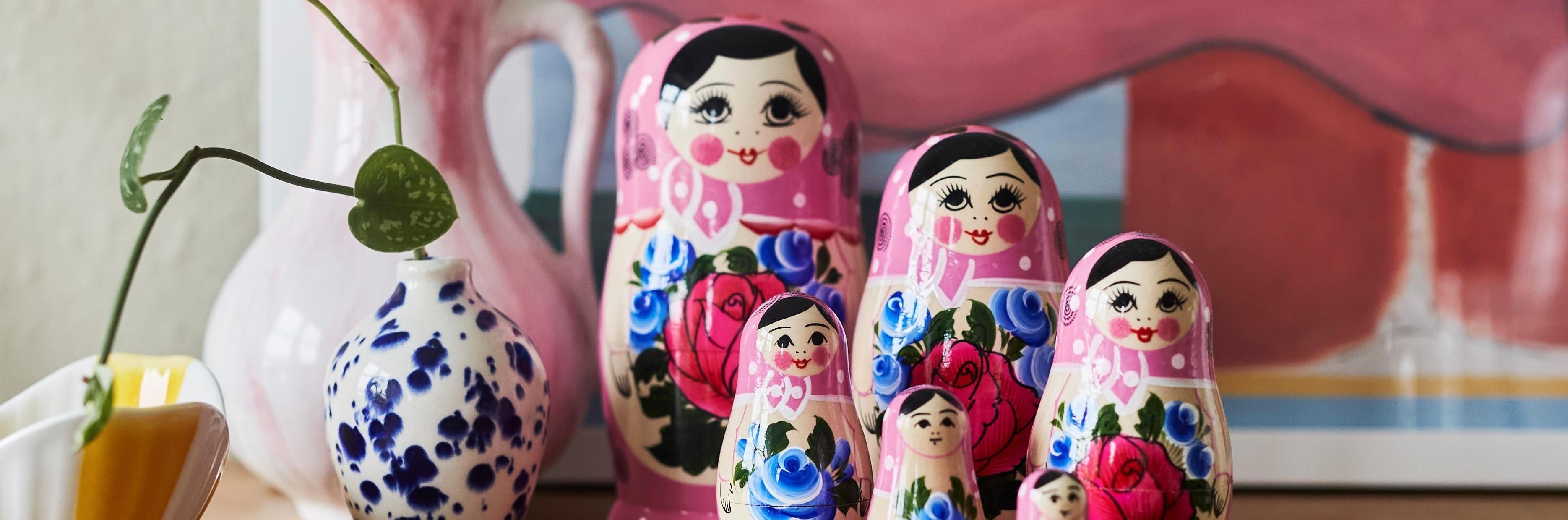 Kulørte Babushka dukker